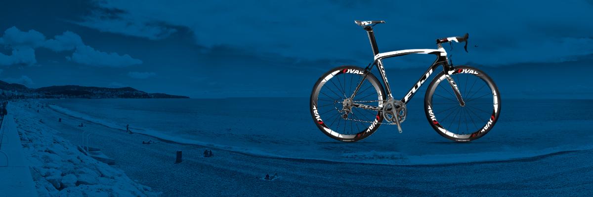 """</p><span style=""""color: #ffffff;float: right; margin-right: 99px;""""><h4>Fuji SST 1.0 2012</h4><p>Groupe Shimano Ultegra 2x10v ou Ultegra D12<br> Roues Mavic Cosmic Elite ou Ksyrium Elite<br> Poids 7.5 kg<br> Valeur 3300 euros<br> <br> Note Rentaracebike<br> Vélo sportif rigide, pour cycliste puissant<br> <br> Tailles disponibles<br> M (52-54)<br> L (56-58)<br></span>"""